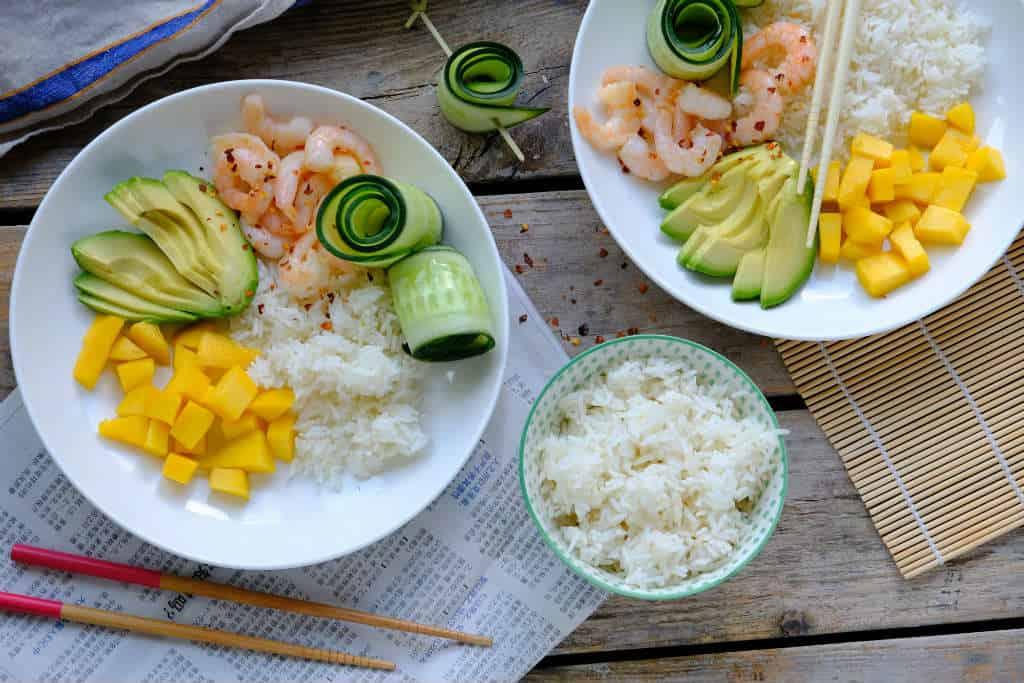 Rijstsalade met garnalen, mango en avocado