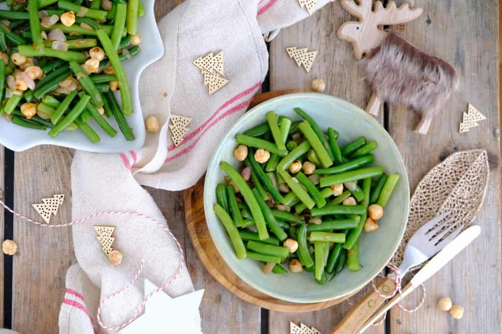 Sperziebonen met geroosterde hazelnoten. Een makkelijk en smakelijk bijgerecht voor bij een diner of kerst.