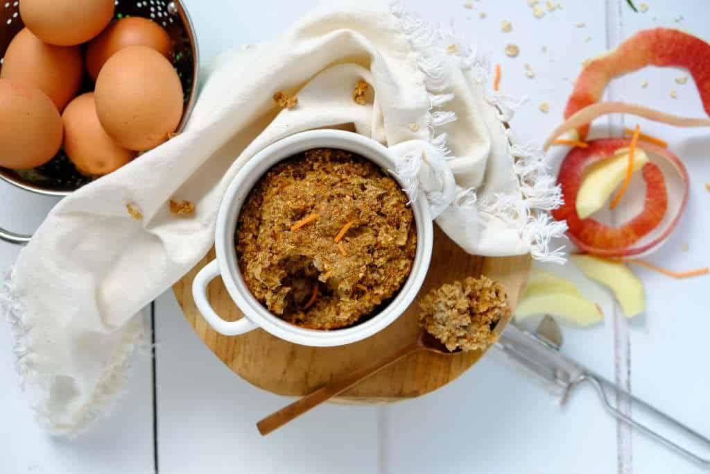 Worteltaart havermout uit de oven is een goed begin van de dag. Dit ontbijt recept zit boordevol goede ingrediënten voor langdurige energie voor de ochtend.