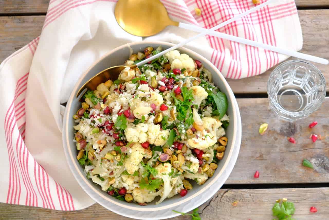 Bloemkoolsalade met granaatappelpitten uit Simpel van Ottolenghi