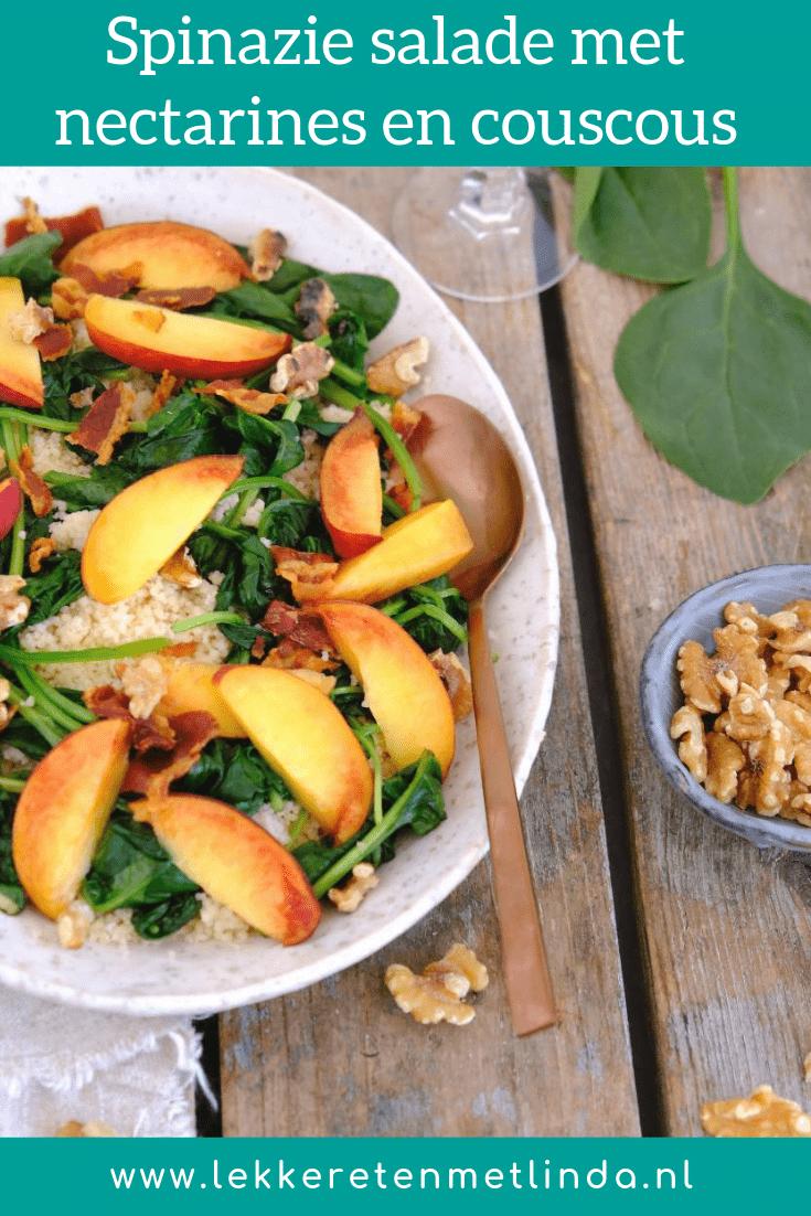 Met de spinazie salade met nectarine, couscous en bacon proef je de zomer! De maaltijdsalade heeft een mix van zoete en hartige smaken en zit vol groente.