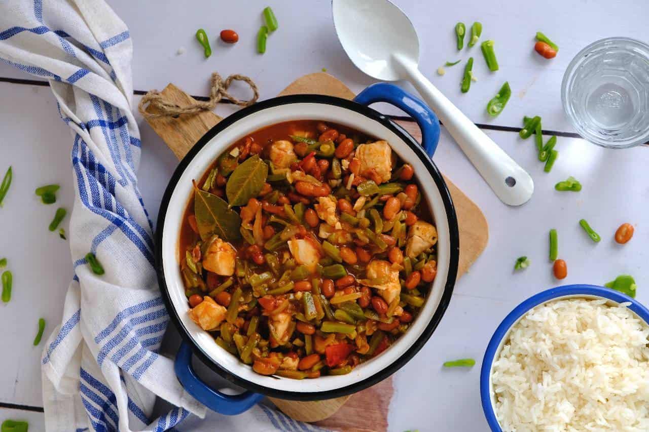 Surinaamse bonen met kip en rijst