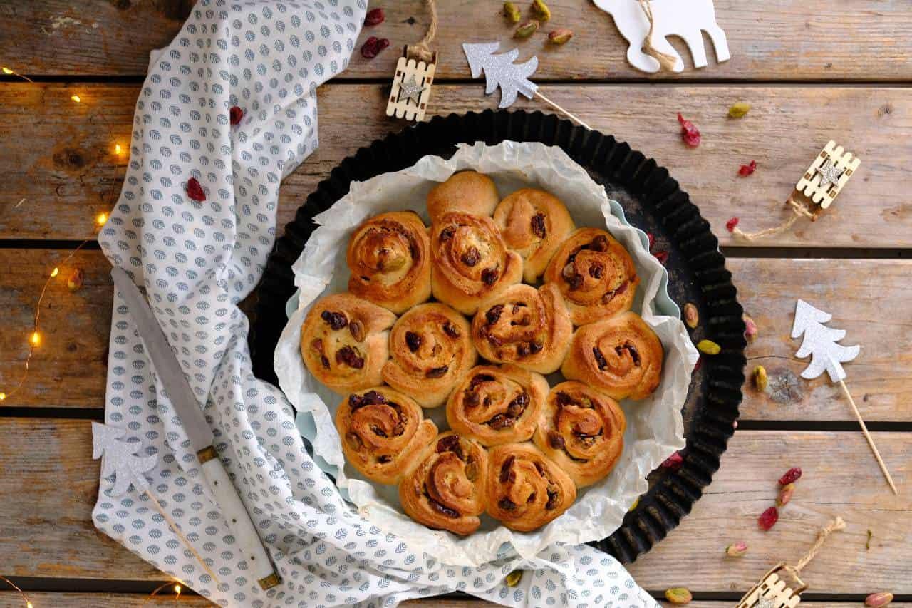 Roomkaas broodjes met pistache en cranberries