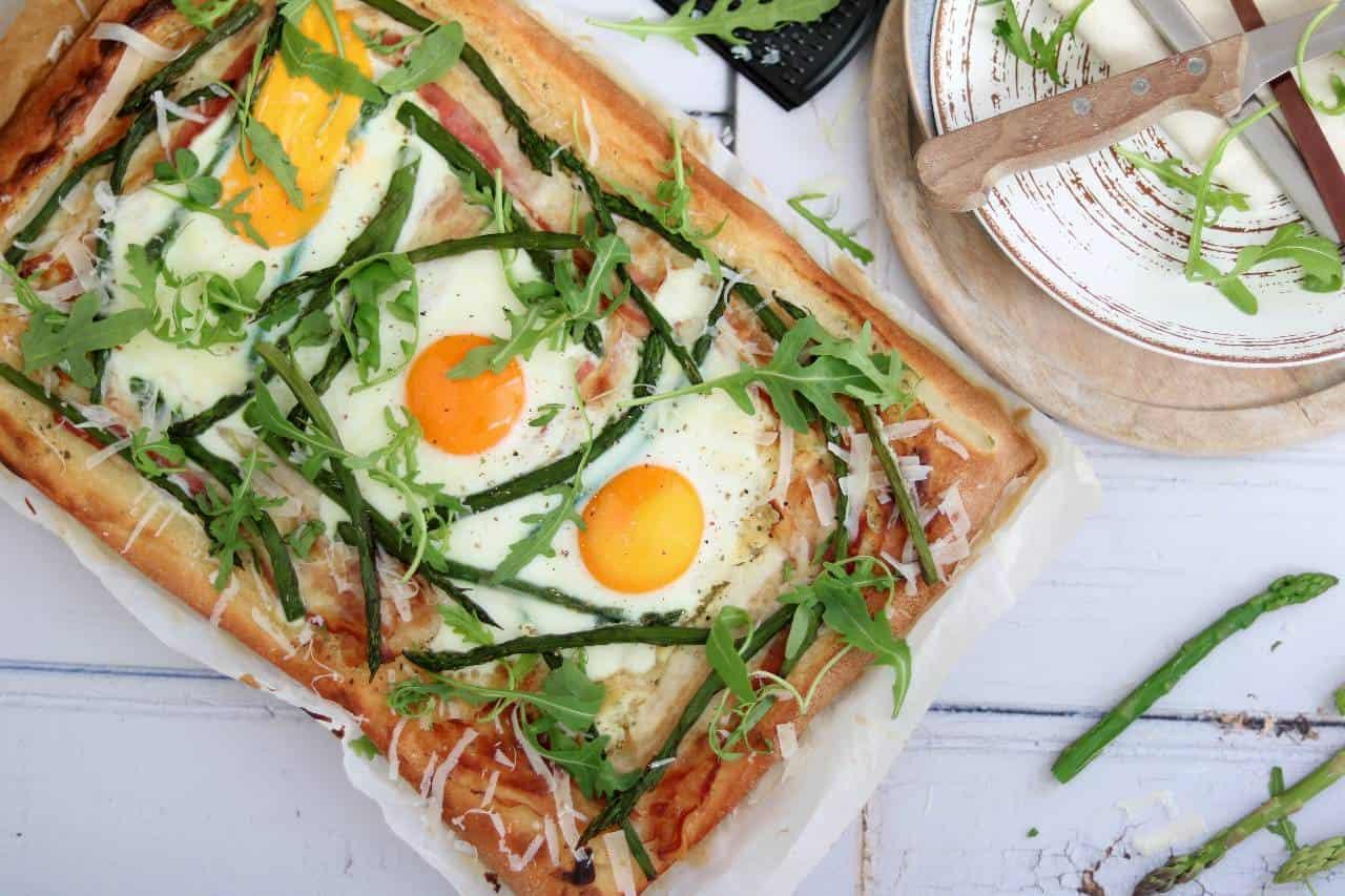Plaattaart met ei, ei recepten voor Pasen