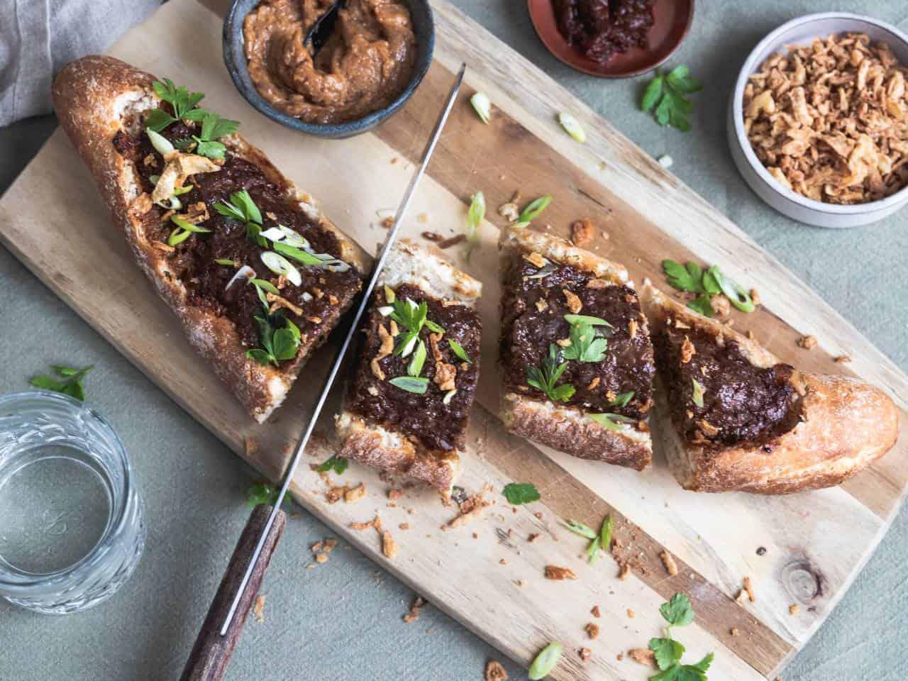Gevuld stokbrood met gehakt (Indonesisch)