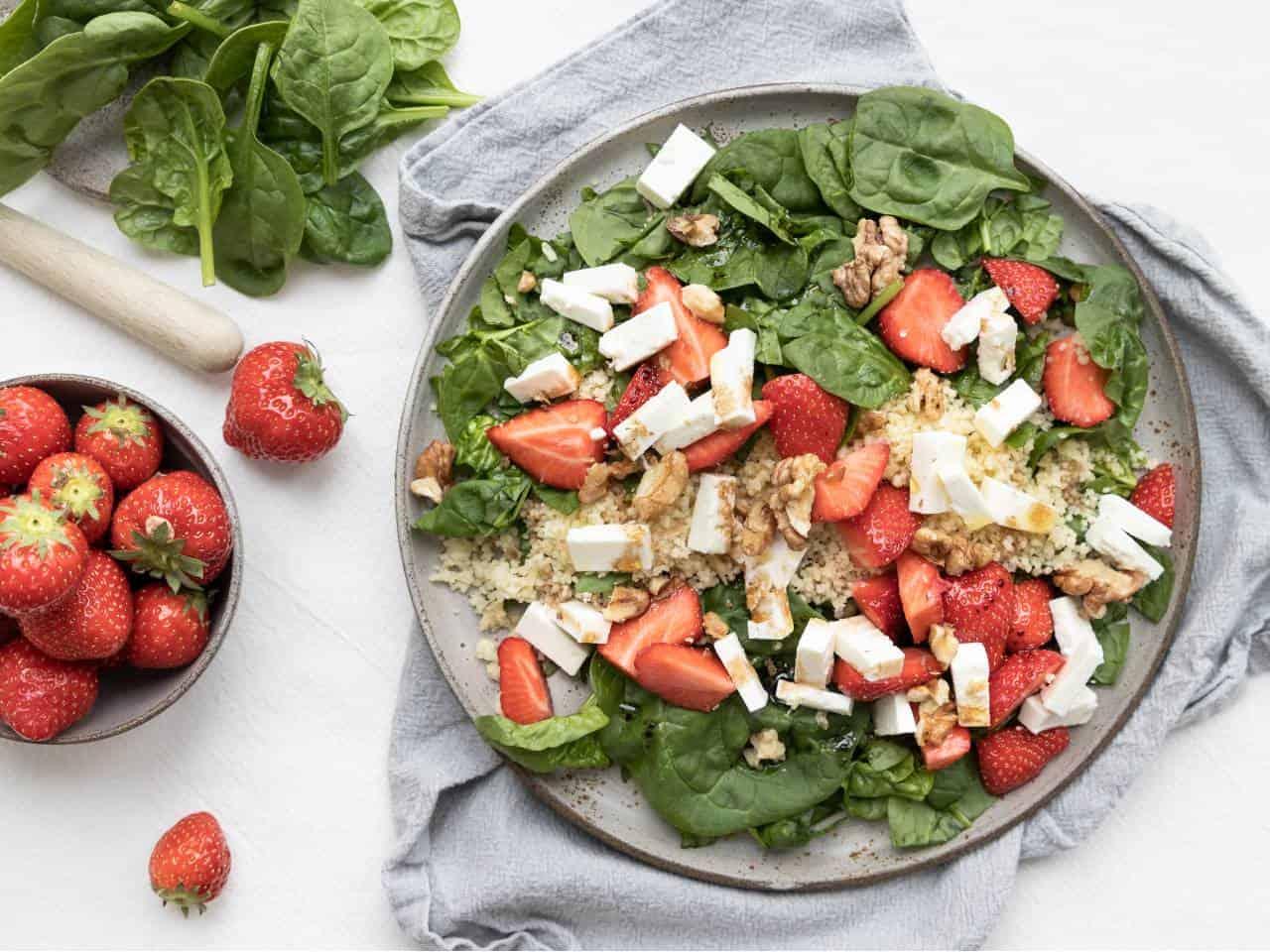 Salade met aardbeien, spinazie en feta