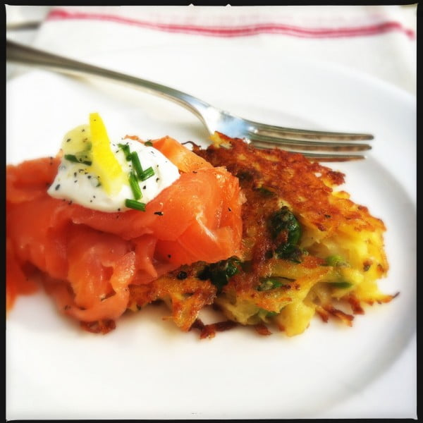 Potato-green-peas-cookies-with-smoked-salmon